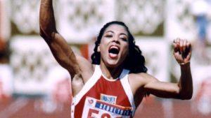 1988年 フローレンス・グリフィス=ジョイナー(アメリカ合衆国)10秒49 インディアナポリス(アメリカ)